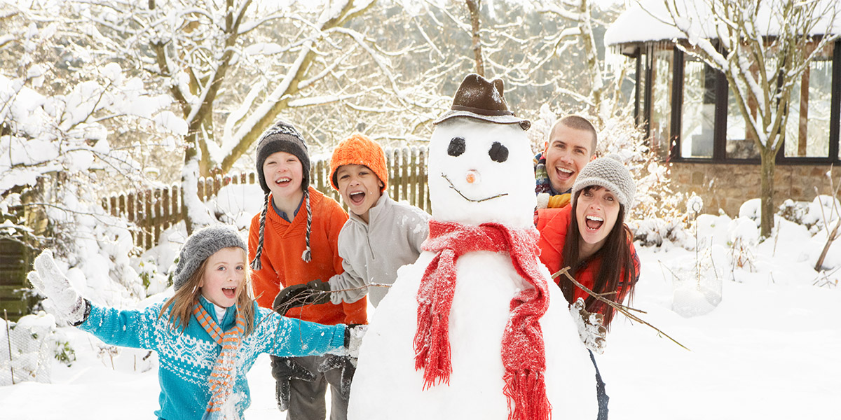 family-with-snowman